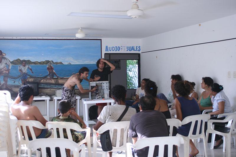 Enchufando Conocimientos, nuestro primer taller del Medialab !!!